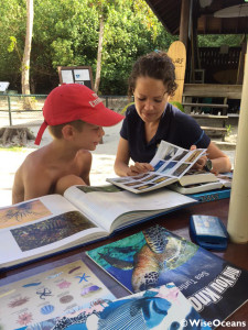 Lindsay educating at picnic tabel, FSRS, Seychelles, Aug 2015 © WiseOCeans