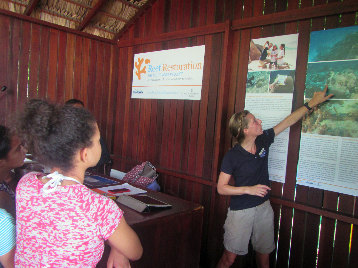 Georgie explains the Reef Restoration Project to students from International School Seychelles, April 2016 © WiseOceans
