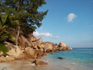Granite rocks on La Digue, Seychelles © Krishna Ashok